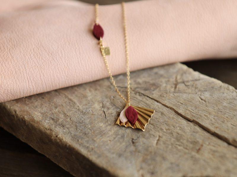 collier cuir rose